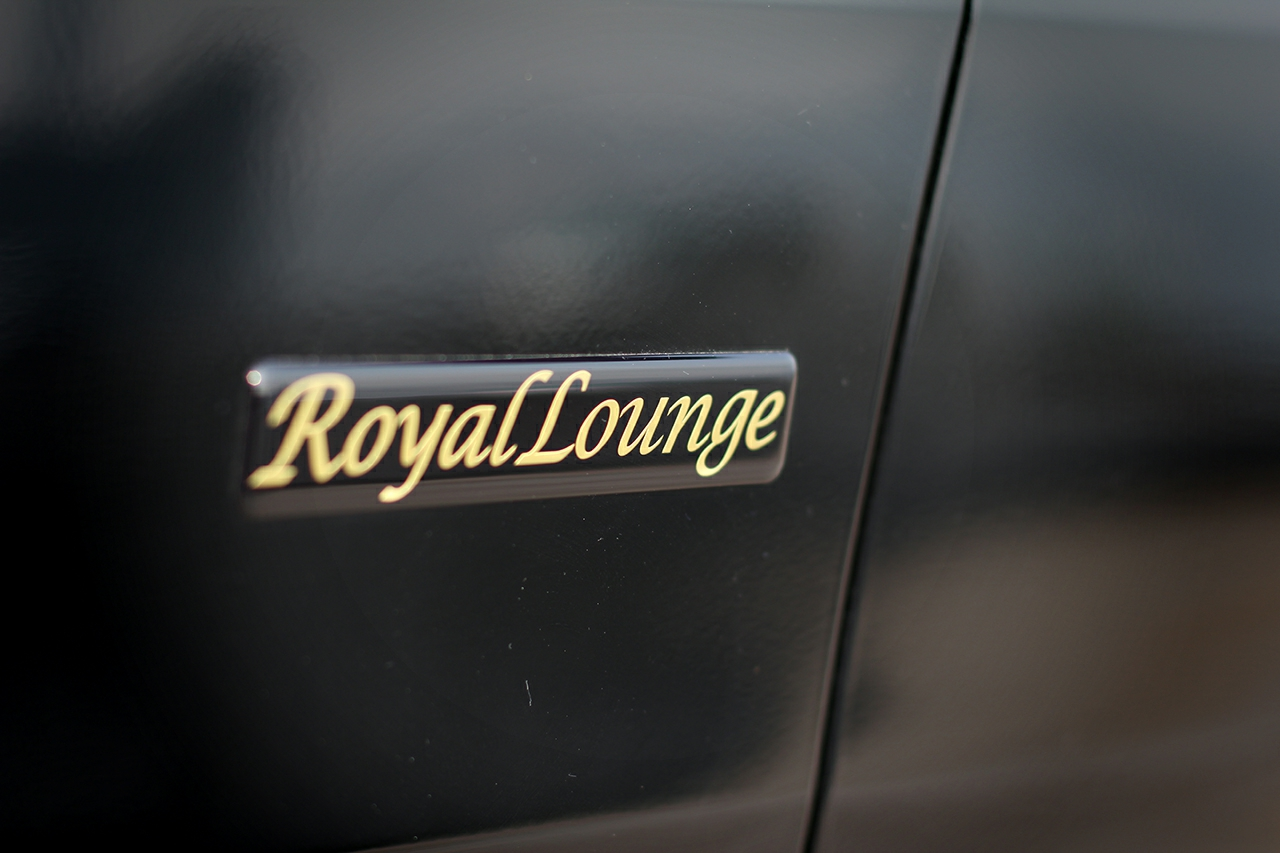 Toyota-Alphard-Royal-Lounge LE-2