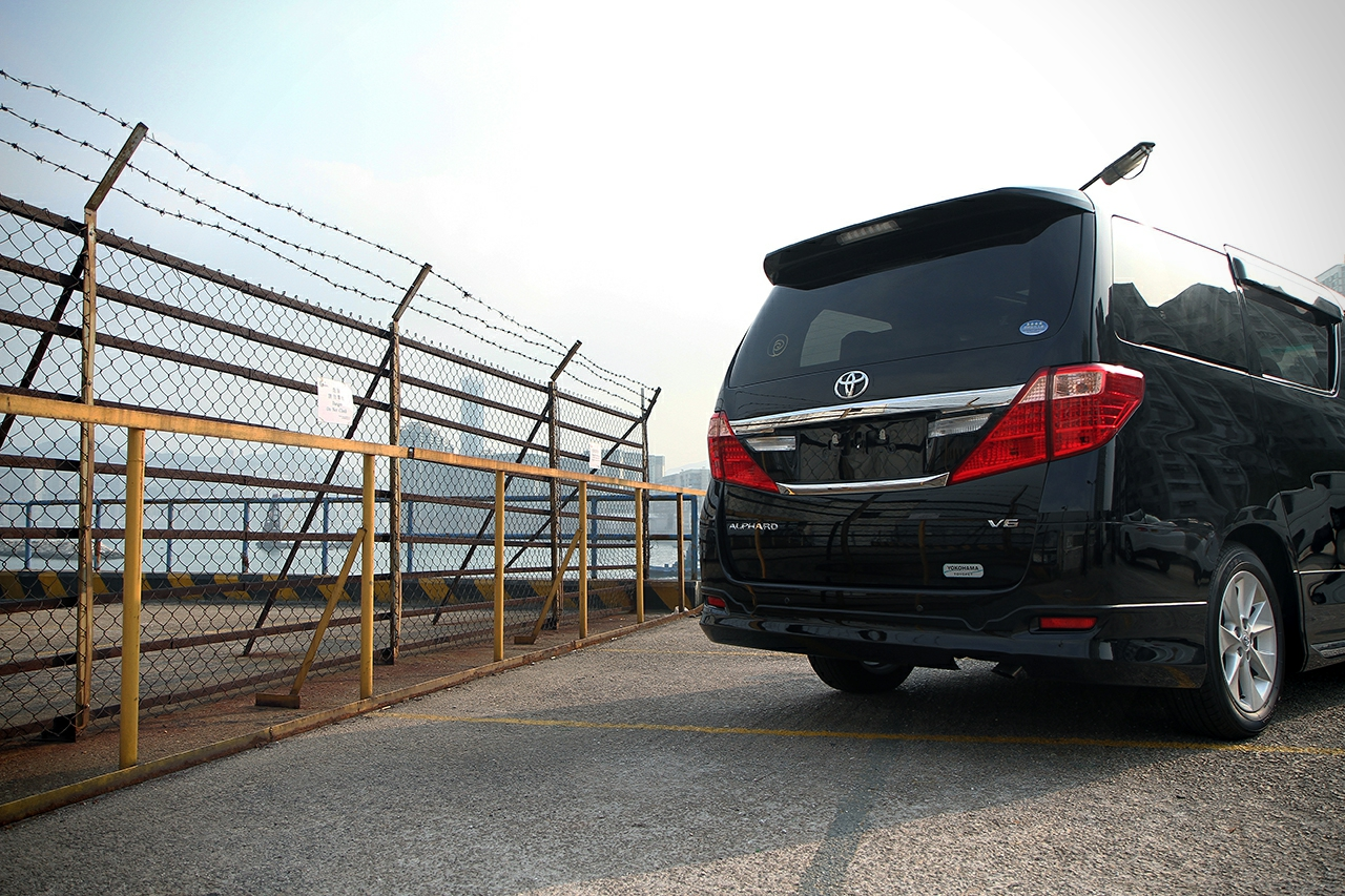 Toyota-Alphard-Royal-Lounge LE-23