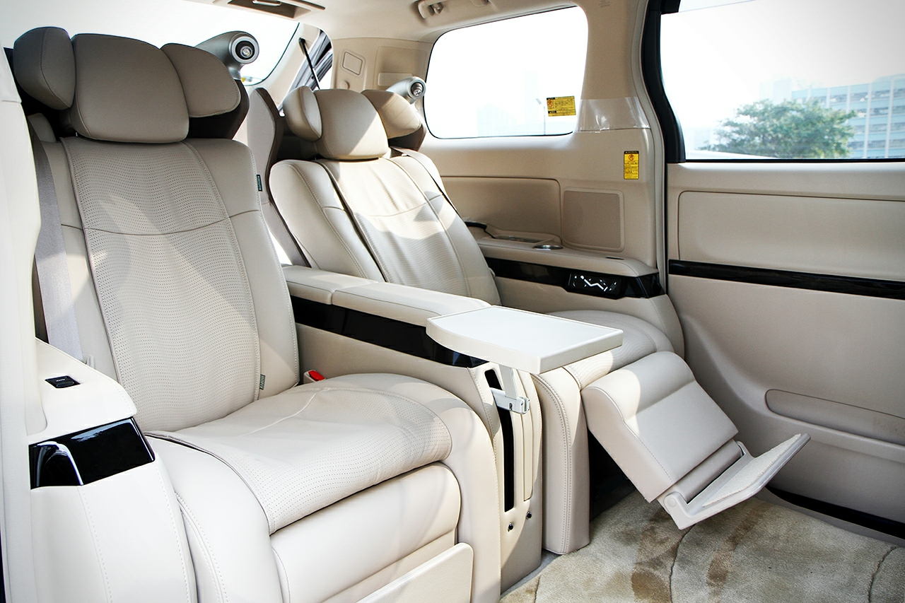 Toyota-Alphard-Royal-Lounge LE-9