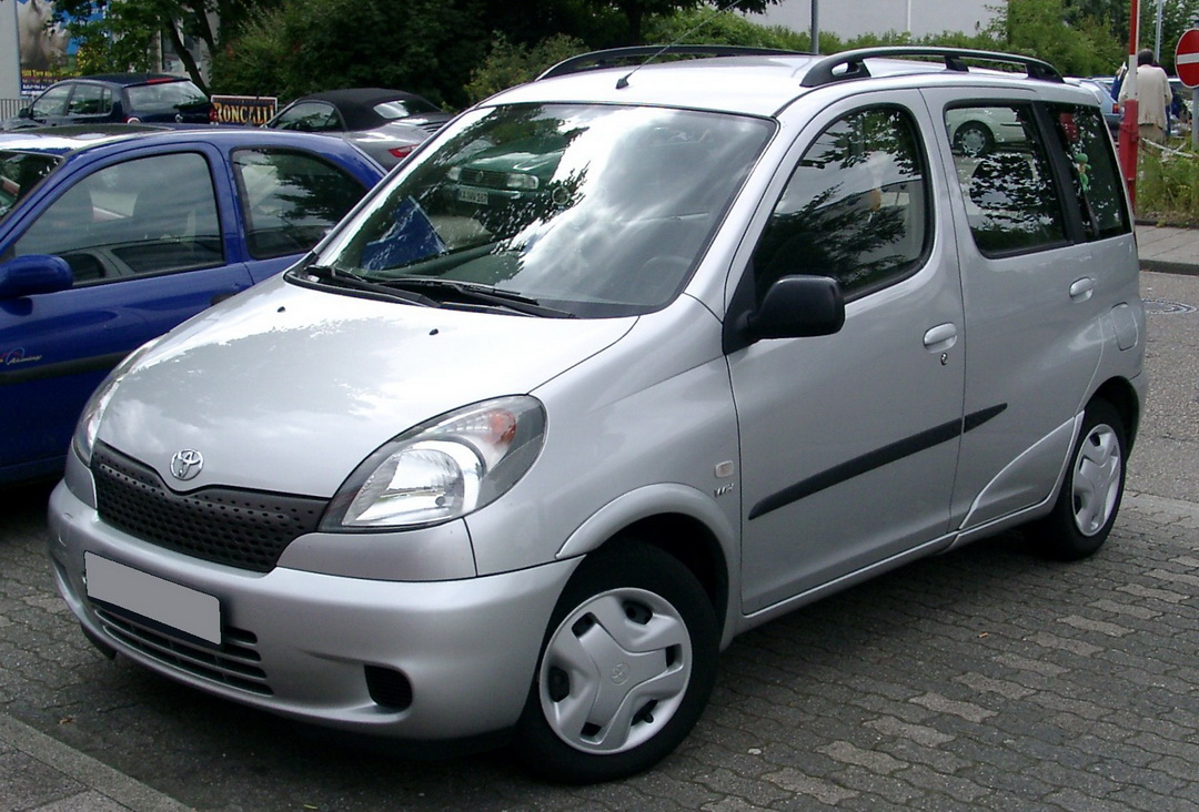 Toyota_Yaris_front